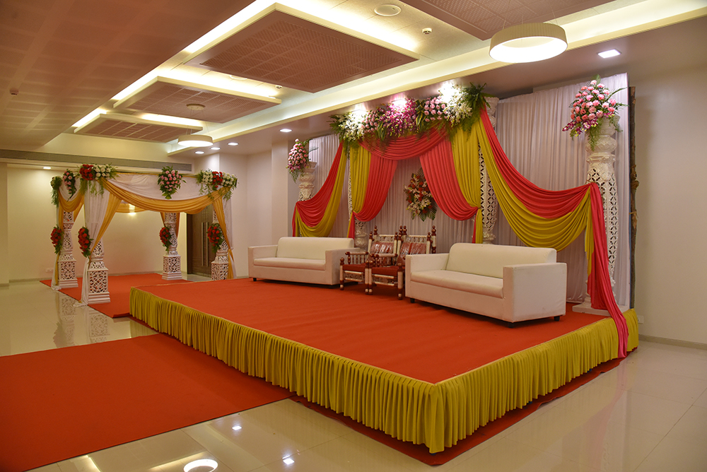 Modern Designed AC Banquet Hall Which Holds An Immense Space For Accommodating 50 To 800 Guests At One Time The Offered Is A Right Choice All